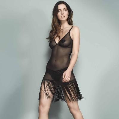 Kleid mit Fransen am Model, vorne