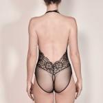 Luxuriöser Escora Body Slip Ouvert in Schwarz Model hinten