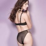Bügel BH am Model kombiniert mit einer Panty, hinten
